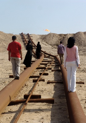 Noor Al-Bastaki, Paths and Steps, 2005. Performed in the Sakheer area, Bahrain, 2005. Documentary photographs, series of 25 digital prints, dimensions variable.