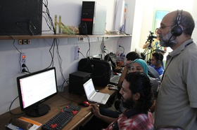 Ali Shaath, facilitator for an open source audio clip editing session, following the tasks and method implemented by participants.