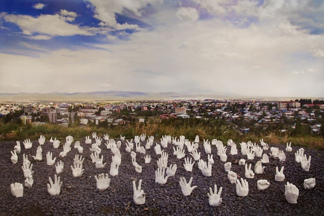 Wouter Osterholt & Elke Uitentuis, Monument to Humanity – Helping Hands, 2011/2013.