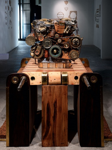 Eric van Hove, V12 Laraki, 2013. 180 x 150 x 150 cm. Mixed media: 465 parts / 53 materials.