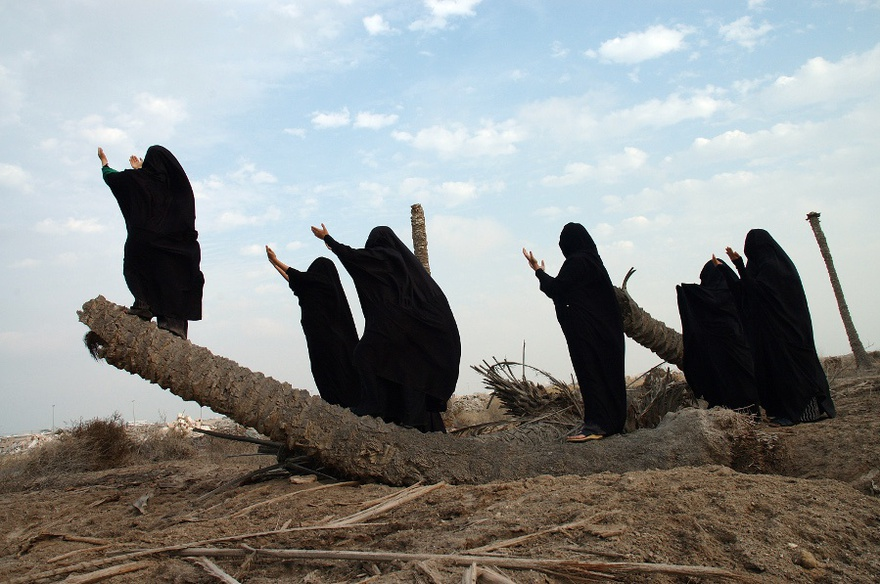 Waheeda Malullah, Talk with God, 2006. Performed in Bahrain, 2006. Documentary photographs, series of 10 digital prints, dimensions variable.