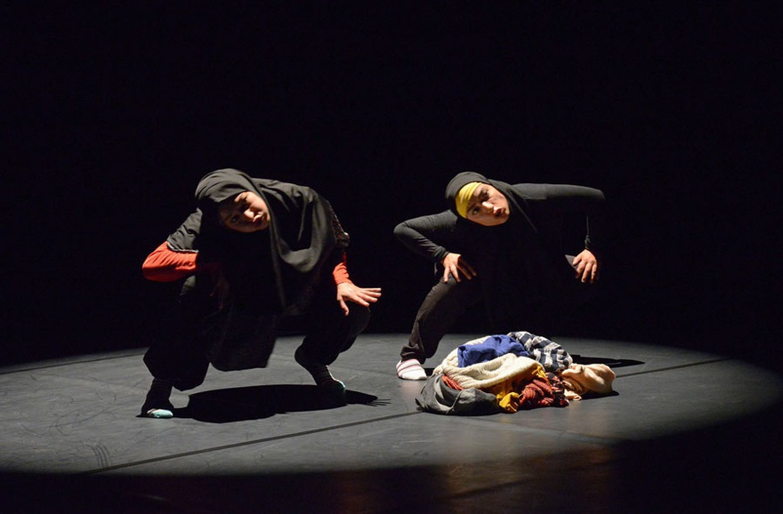 Farah Saleh and Salma Ataya, La Même, 2016, Zürcher Theater Spektakel, Zurich.